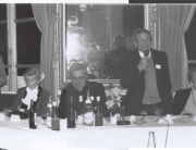 De gauche à droite: Marie-Dominique Linale (présidente de la MNEF), Paul Bouchet, Thèrèse-Anne Ross-Guéroult, Jean-Marie Lustiger, Pierre Rostini, Marcelle Devaud, Charles Lebert. Dîner de l'AAUNEF, janvier 1995. Photographie Jean-Paul Delbègue.
